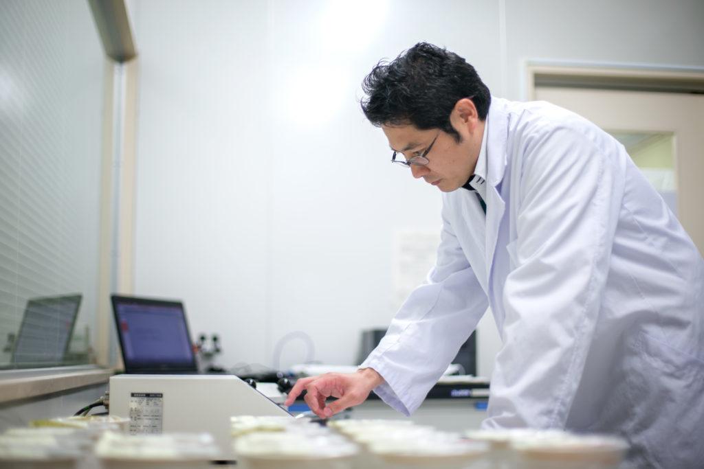 秋川牧園の品質管理室