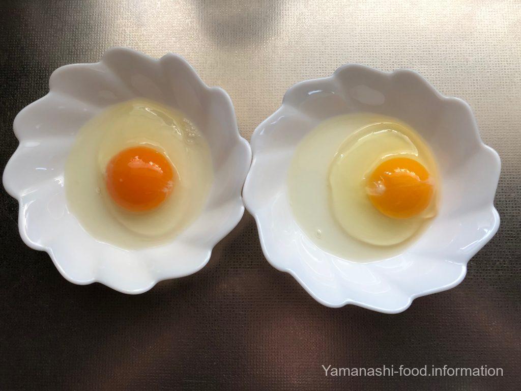 秋川たまごとスーパーの卵との比較写真